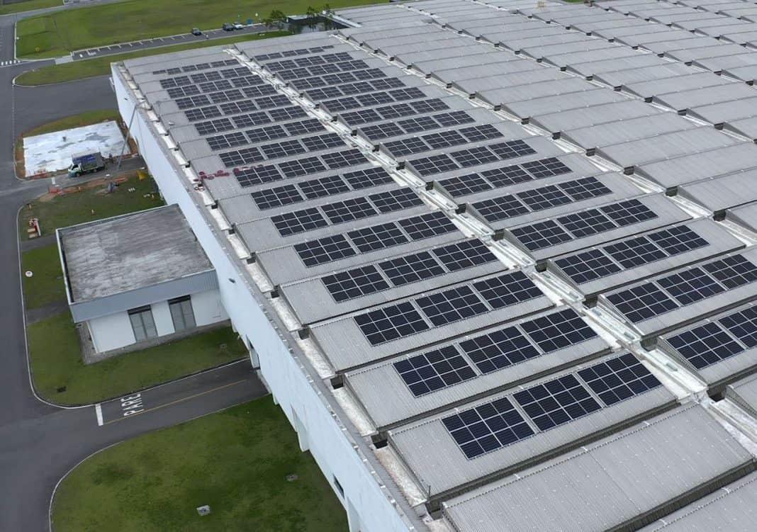 Fotofrafia de placa de energia solar da BMW