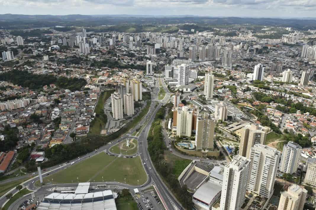 Fotografia de vista aérea da ciade de Jundiaí, em São Paulo