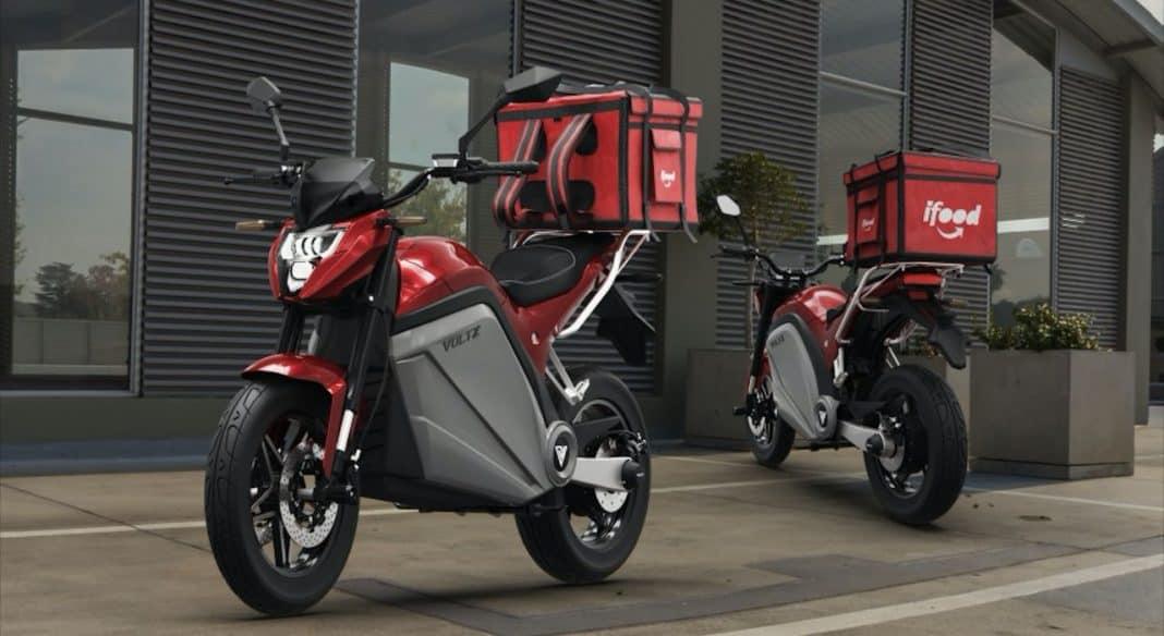 Fotografia de motos delivery ifood voltz