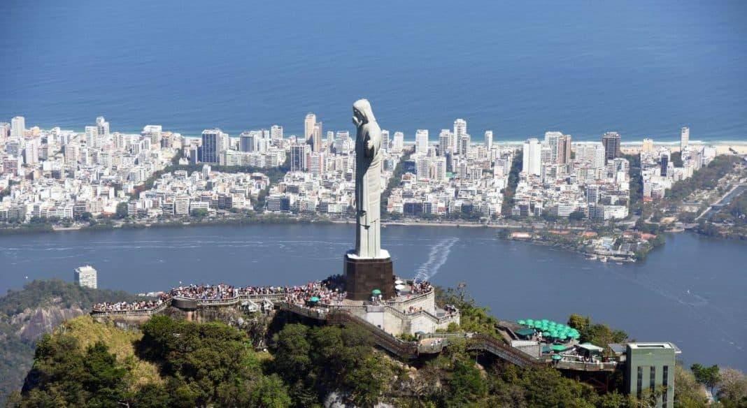 Fotografia aérea do Cristo Redentor no Rio de Janeiro