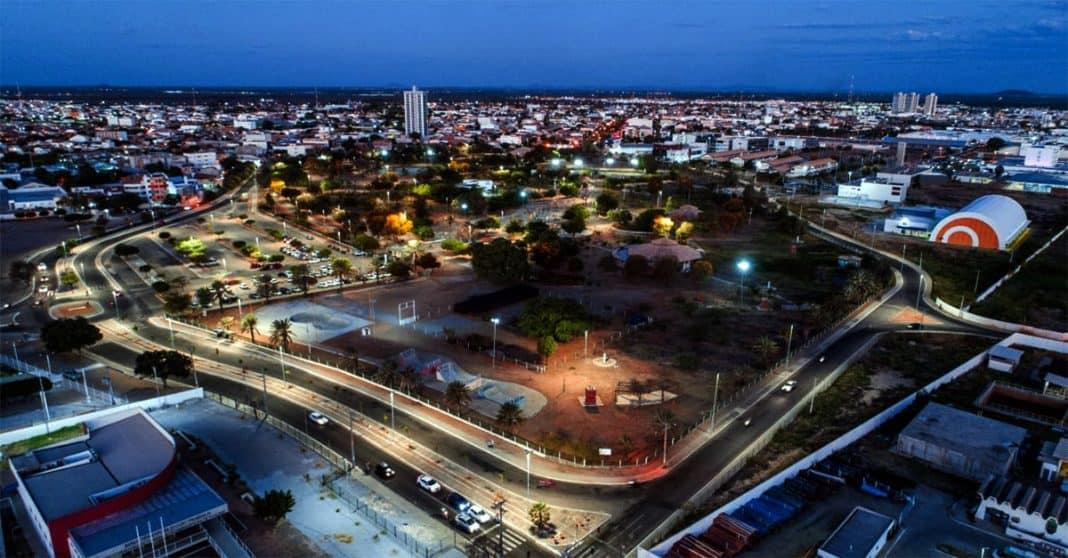 Fotografica noturna aérea relacionada à PPP de Iluminação Pública de Petrolina